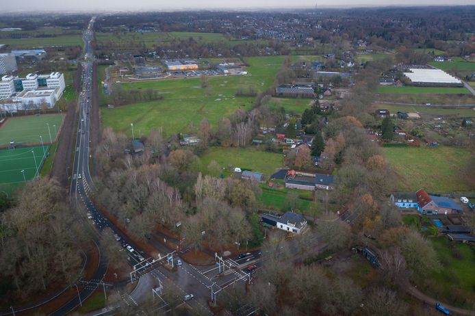 Hier moet bedrijvenpark Born-Oost in Wageningen komen. Rechts is nog net de universiteitscampus te zien.
