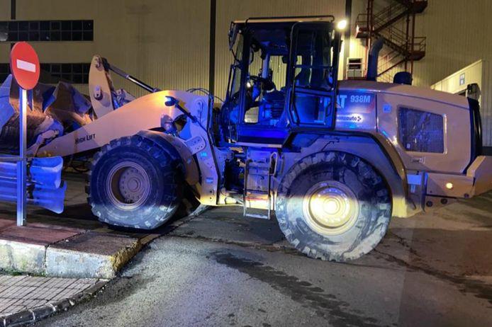 Met deze shovel zou de ontslagen werknemer de verwoestingen hebben aangericht.
