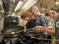Harderwijkse brugklassers ontdekken kooktalent: 'is dít knoflook?'