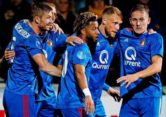 Nicolai Jorgensen wordt na de 0-1 geknuffeld door Jens Toornstra, Tonny Vilhena en Jan-Arie van der Heijden. Achter Sven van Beek.