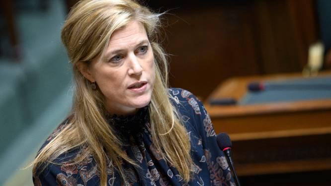 """Minister Annelies Verlinden: """"Politie gaat controles uitvoeren op verbod op niet-essentiële reizen"""""""