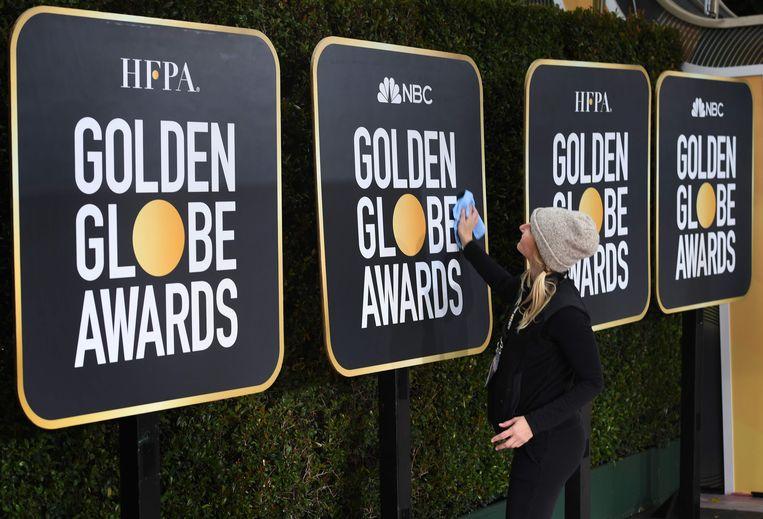 5 januari 2019: de rode loper van de Golden Globes wordt opgepoetst.