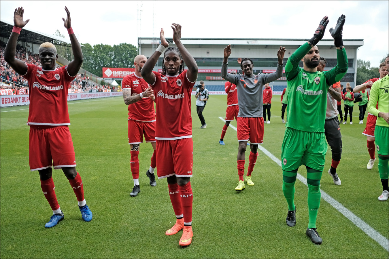 Dieumerci Mbokani ne sera plus anversois la saison prochaine.