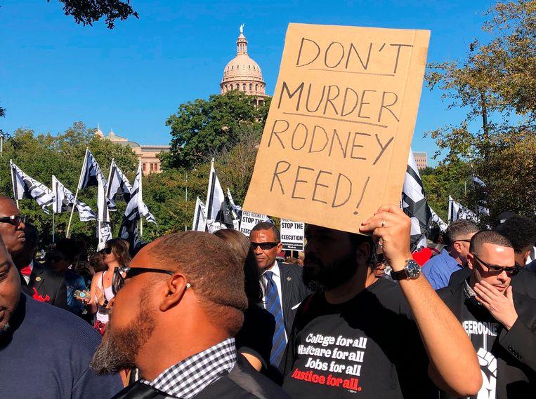 Sympathisanten van Reed betogen in Austin voor het huis van de gouverneur van Texas, Greg Abbott, voor zijn vrijlating.  Beeld AP