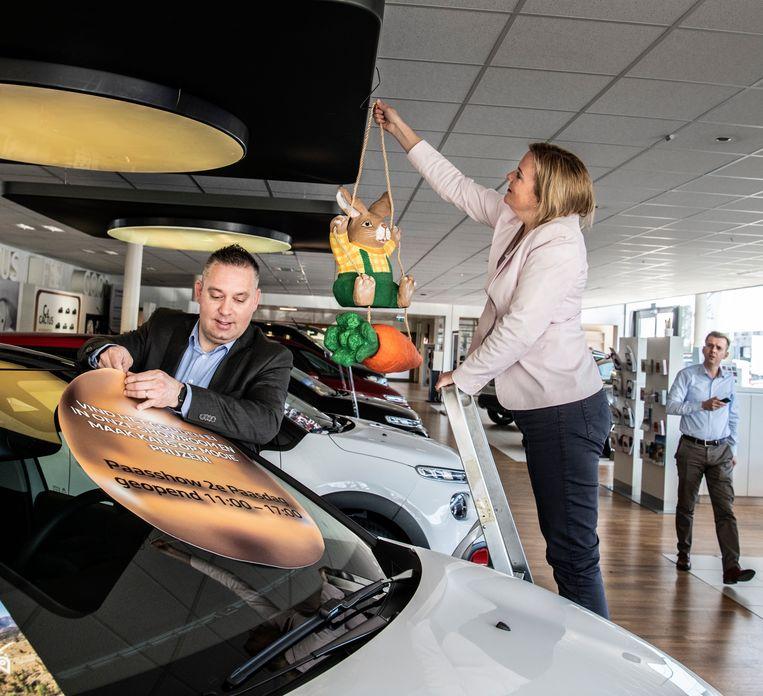 Astrid Dinnissen van autobedrijf Janssen-Kerres: 'We zitten midden in het paaslogistieke proces.' Beeld Koen Verheijden