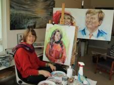 Kunstenares Annelies van der Sman geeft les op zomerschool voor statushouders