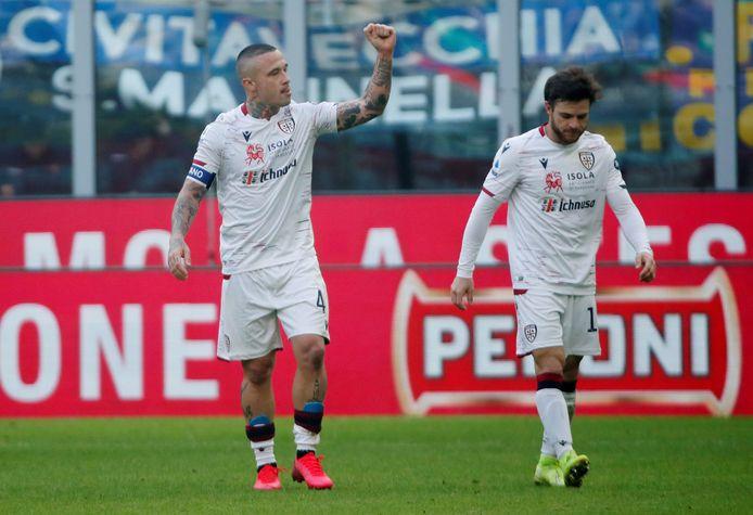 Radja Nainggolan (l) viert zijn treffer tegen Inter.