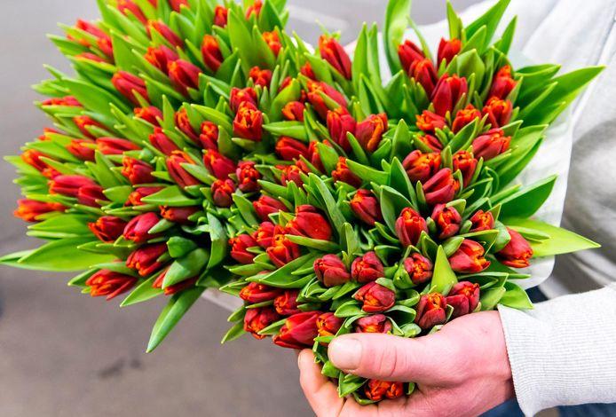 Mantelzorgers in Kampen moeten het voortaan doen zonder bloemetje als blijk van waardering.