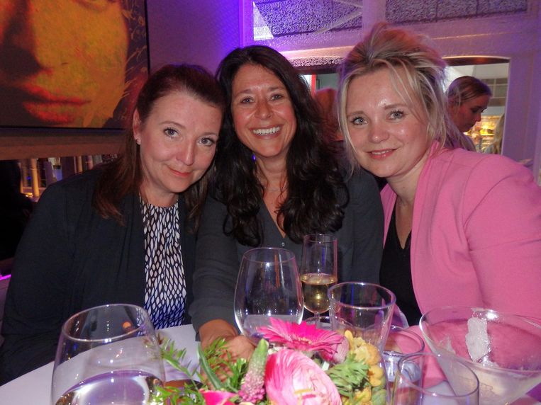 Machteld Ligtvoet (Amsterdam Marketing), Phaedra Stenger (ABN Amro) en Marijke Dekker (MDX Communicatie) willen toch liever niet dansend op de foto Beeld Schuim