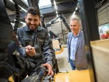 Directeur van Maats in Goor is blij met analfabeet Nori uit Irak
