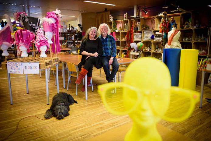 Rita Staals en Pieter Rebergen in hun tijdelijke creatieve honk in Valkenswaard.