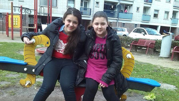 De zusjes Gülsima (12) en Aynisa (10) Beeld Basta, AT5