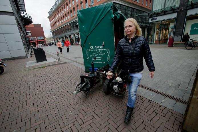 Catharina van der Geld op weg naar de nieuwe stalling.