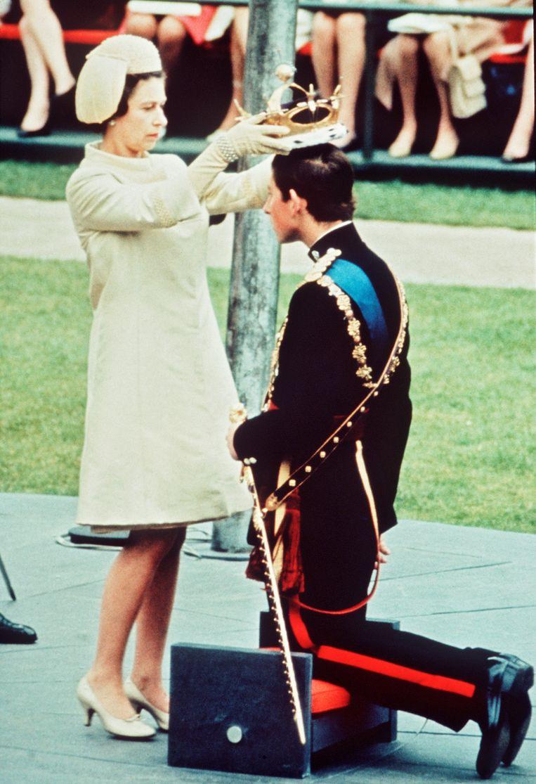Koningin Elizabeth en Charles in 1969. Beeld Getty Images