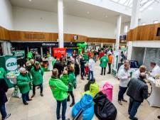 Politieke partijen proberen stemmen te winnen tijdens verkiezingsfestival Waalwijk