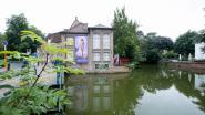 Galerij Artisjok verkoopt controversiële banner met foto van naakte vrouw voor goede doel