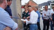 Actiecomité Leefbaar Pittem en Bergcomité voeren samen actie aan gemeentehuis tegen windmolenplannen