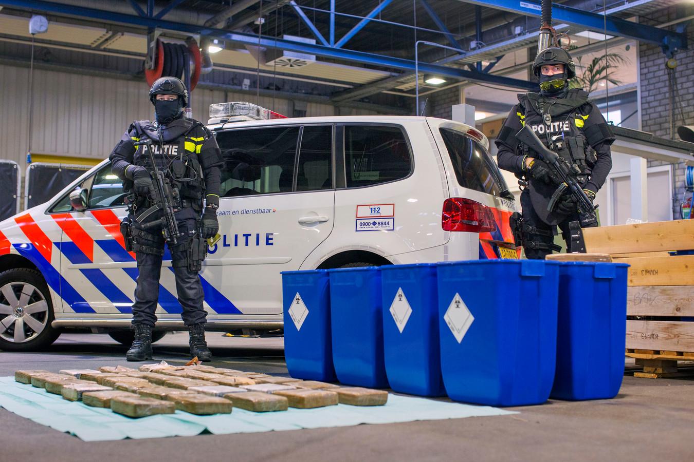 Een zwaarbewapend arrestatieteam viel in november het pand in Den Hoorn binnen en vond 616 kilo coke.