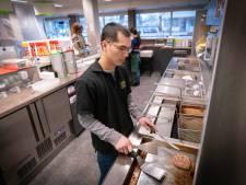 Cafetaria Renkum is na plofkraak alleen open voor afhalen: 'Behoorlijk veel schade gehad'