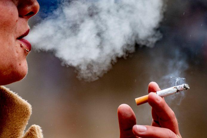 Veerse ambtenaren mogen straks tijdens werktijd niet meer even naar buiten om een sigaret op te steken.