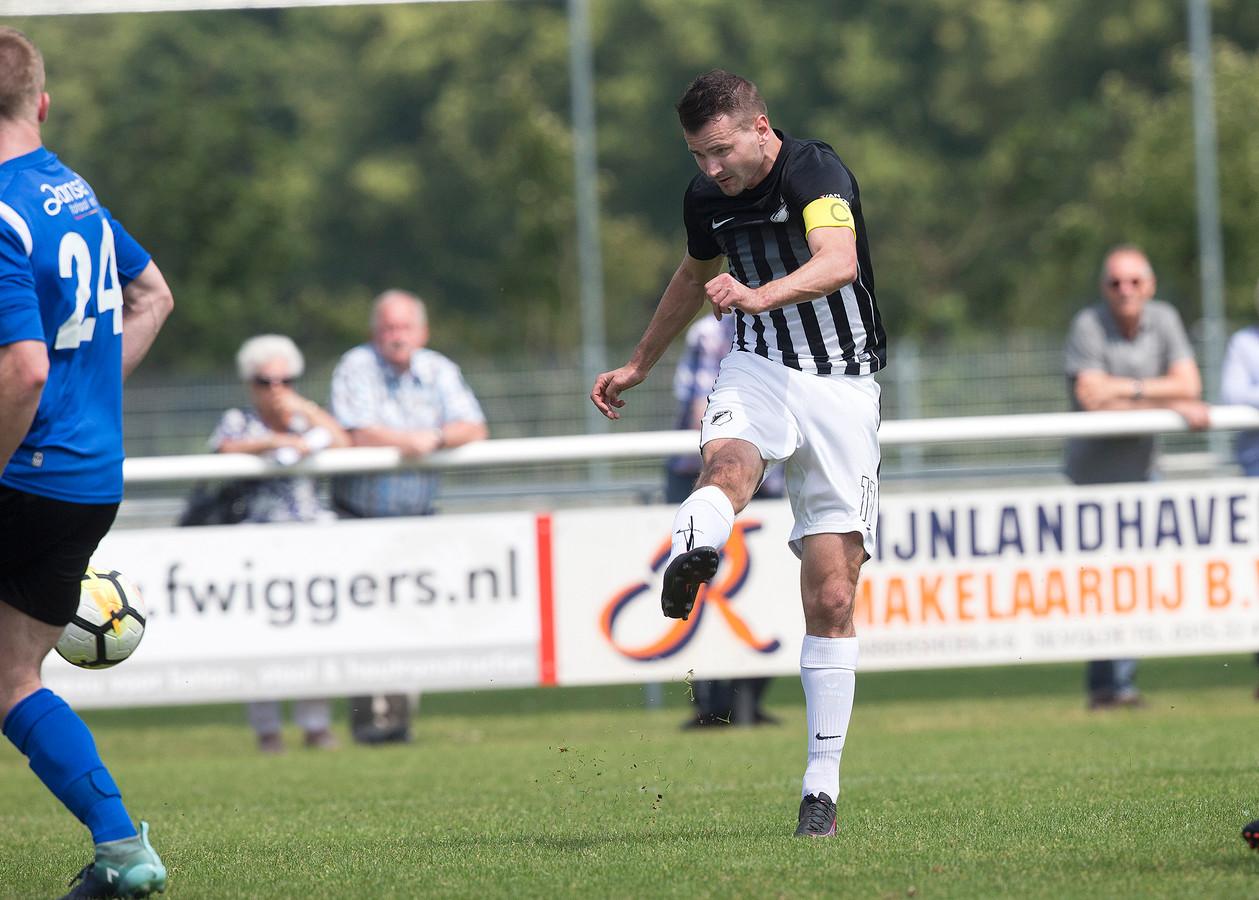 Aanvoerder Jaël Krosse scoorde beide treffers in Hoensbroek voor Silvolde.