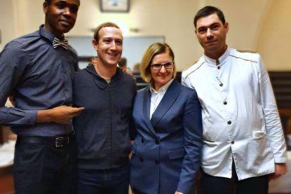 Mark Zuckerberg waagt zich aan Belgische kost in Brussel: garnaalkroketten en waterzooi