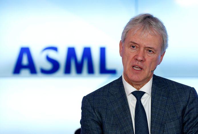 ASML-topman Peter Wennink speelt voor Sinterklaas.