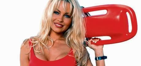 Pamela Anderson trekt rood Baywatch-badpak soms nog aan