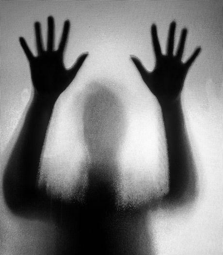 Man slaat en schopt vrouw (26) in Zundert, getuige ziet alles gebeuren