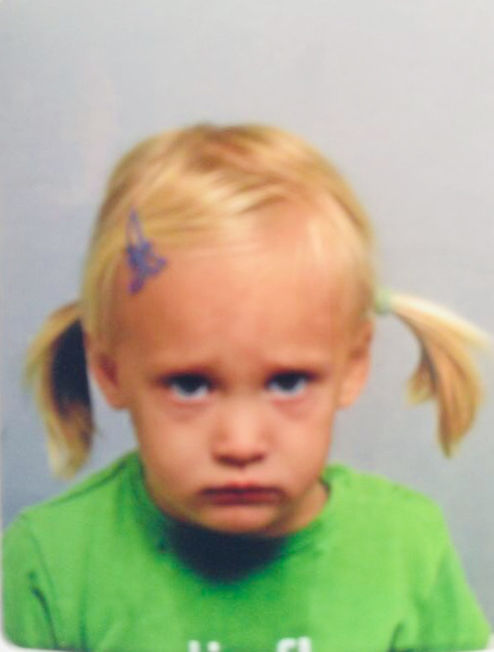 Ashley moest bij aankomst in Australië voor het eerst een foto laten maken voor in haar paspoort. Foto: Dik Bezemer, Waarder