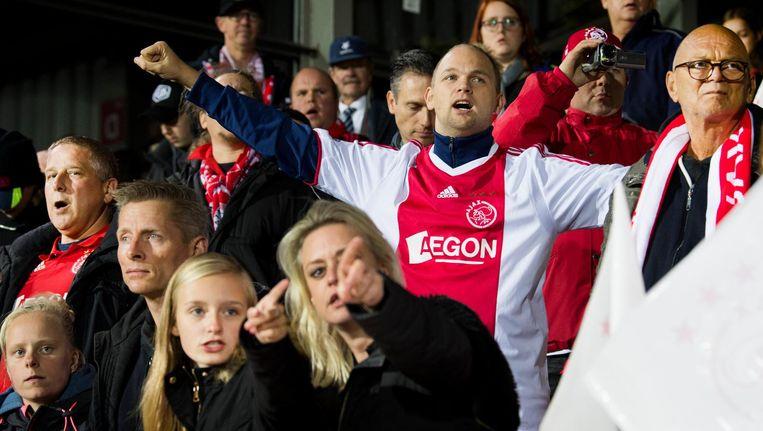 Fans moedigen de voetbalsters aan tijdens de eerste ronde van de Champions League Beeld ANP
