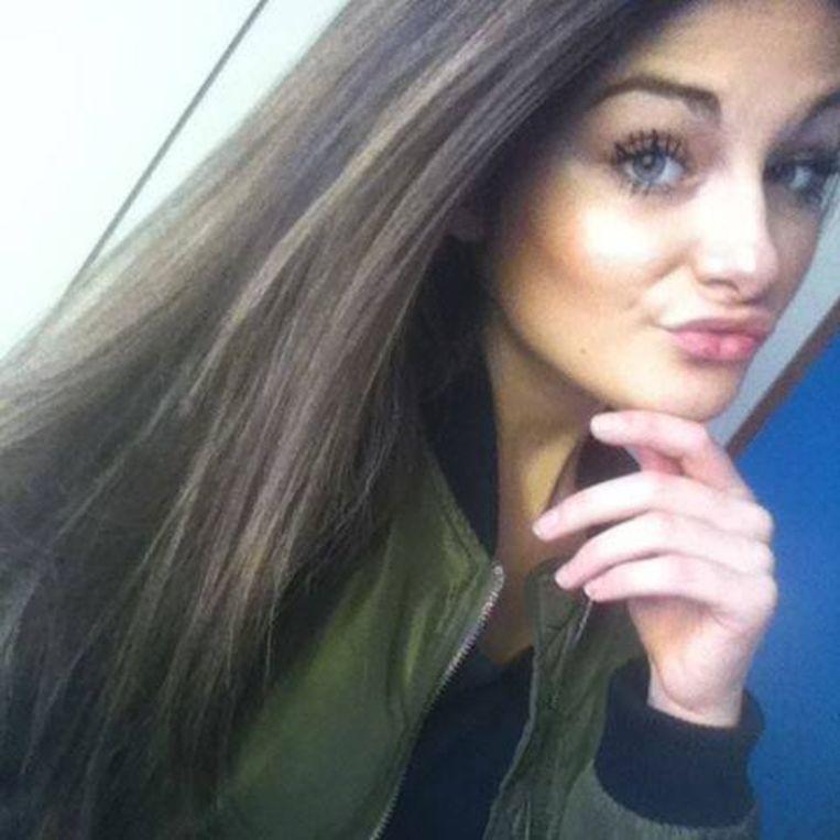 Cassandra Dupont (18)