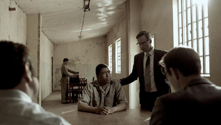 Sello Motloung als Nelson Mandela en Peter Paul Muller als Bram Fischer. Beeld