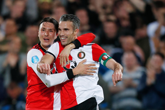 Robin van Persie met Steven Berghuis. Beide spelers ontbreken tegen NAC.