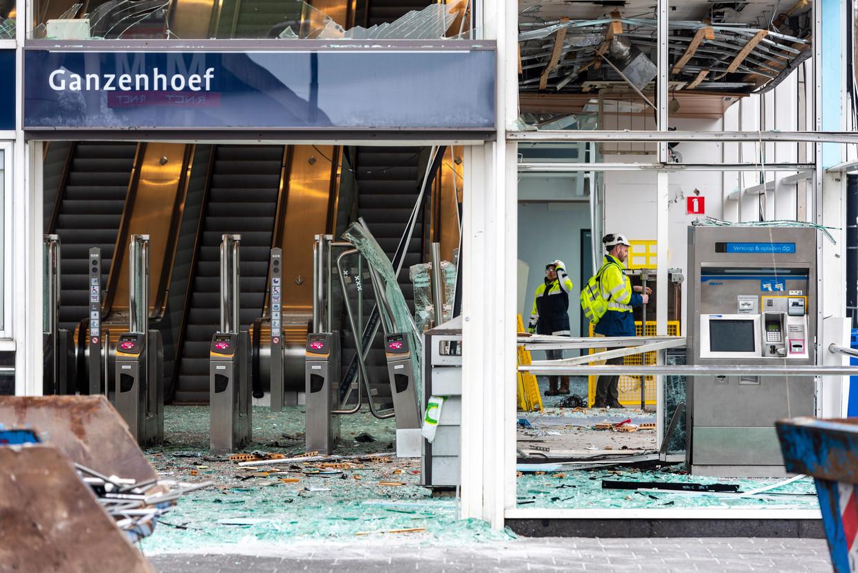 Schade bij metrostation Ganzenhoef nadat eerder dit jaar een plofkraak werd gepleegd op een pinautomaat in het station. Beeld ANP