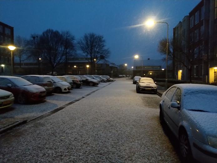 Sneeuw op de Arnhemse Geitenkamp, vastgelegd door Gelderlander-bezorger Sjoerd.