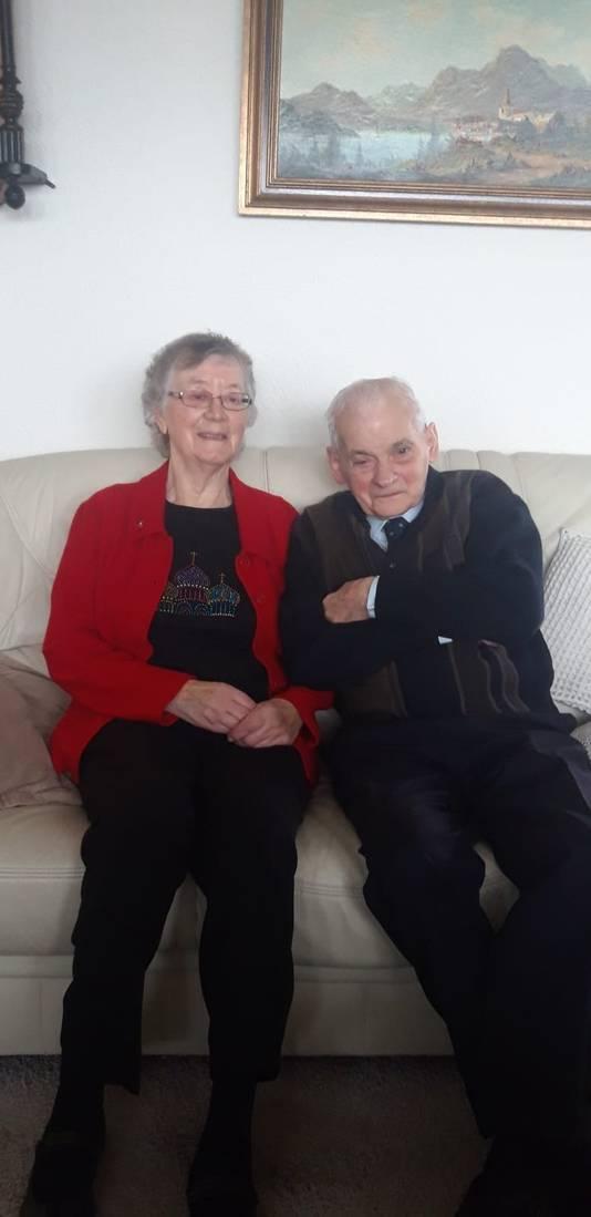 Jan van Hout (90) en zijn vrouw Jenny (87).