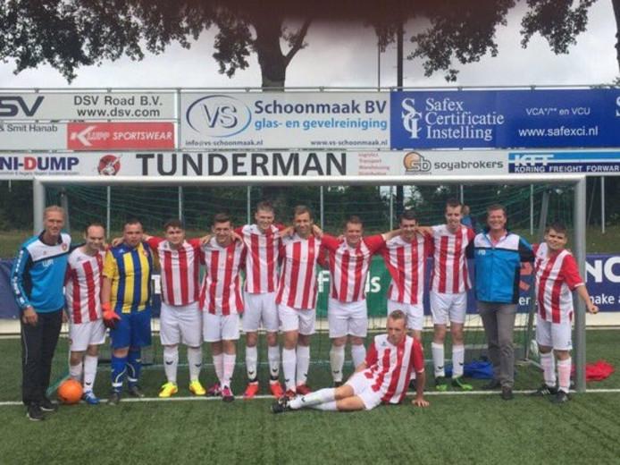 De winnaars van het G-voetbal toernooi in Barendrecht.