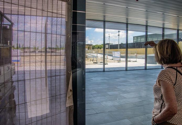 Het uitzicht vanuit de nieuwe stationshal, die maandag open gaat voor het publiek.