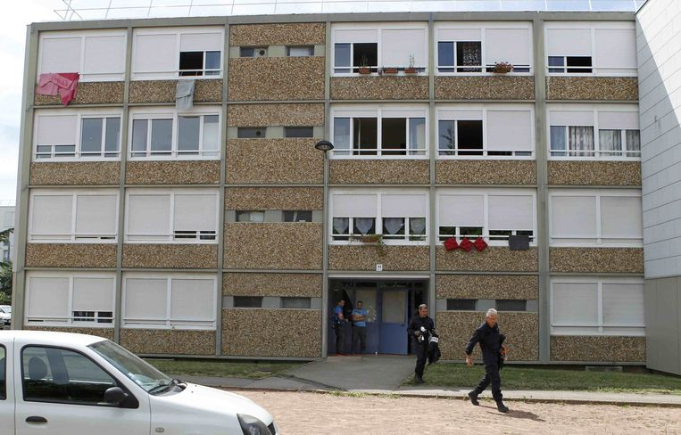 Het appartement van verdachte Yacine Salhi (35) wordt doorzocht.