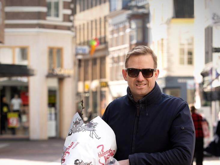 Martijn doet in Arnhem boodschappen voor zijn ouders in Den Bosch