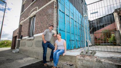 """Urbain Swijsen (49) woont zes jaar na de brand van zijn buurman nog steeds in een bouwval: """"Wij blijven met de miserie zitten"""""""