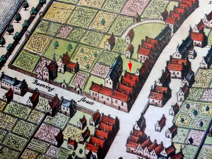 Met een rode pijl is op deze eeuwenoude kaart het huidige pand Hoogstraat 65 aangegeven