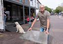 Coen van Zunderen van 't Begin in Domburg hoopt dat hij een deel van de ingeleverde plaatsen in de openbare ruimte kan terugplaatsen.