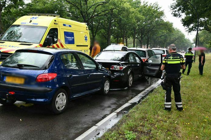 Vrijdagmiddag heeft er opnieuw een kettingbotsing plaatsgevonden op de Gronausestraat.