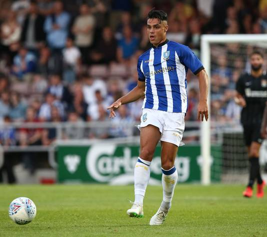 Joey Pelupessy in actie namens Sheffield Wednesday.
