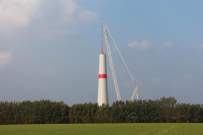 Windturbine in opbouw.