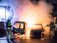 Auto's uitgebrand bij garage in Soest
