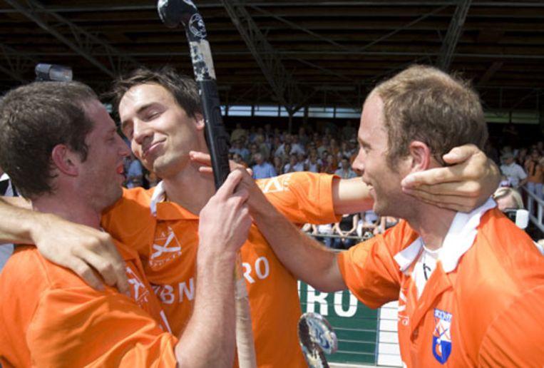 Bloemendaal heeft zaterdag ook de tweede finalewedstrijd van de hockeycompetitie bij de mannen tussen Amsterdam en Bloemendaal gewonnen (0-1). (ANP) Beeld