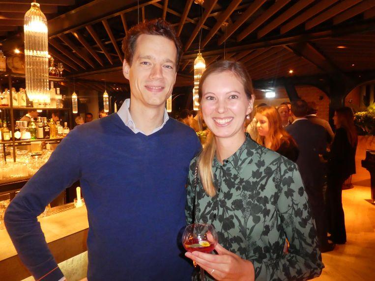 """Piloot Gilliam van Wijlick en journalist Susan Sjouwerman gaan binnenkort trouwen. Sjouwerman houdt haar naam natuurlijk. """"Hij stamt nog uit de VOC-tijd.'' Beeld Hans van der Beek"""